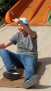 Elias hatte Spaß beim Rutschen.
